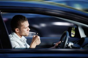 Jak usunąć smród papierosów z samochodu