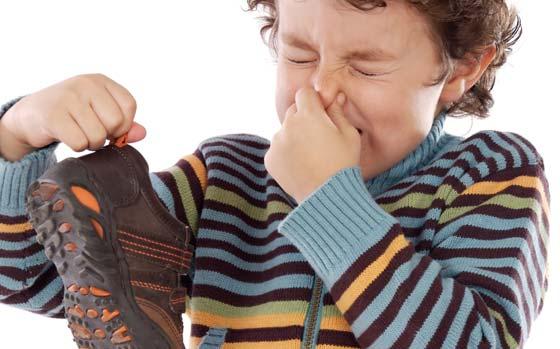 Jak usunąć brzydki zapach z butów
