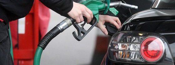 Jak usunąć zapach paliwa z ubrania?